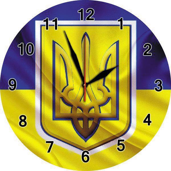 Настінний годинник з українською символікою на склі